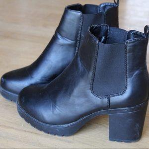Rue 21 7/8 medium black booties heeled